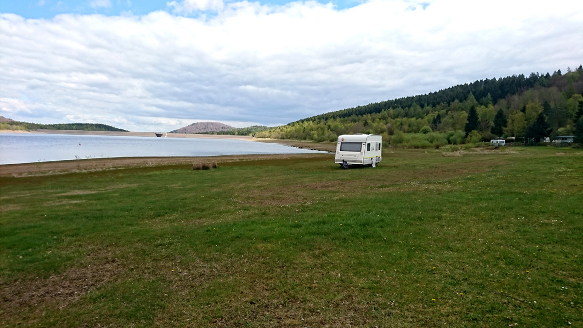 Campen in Ufernähe am Innerstestausee